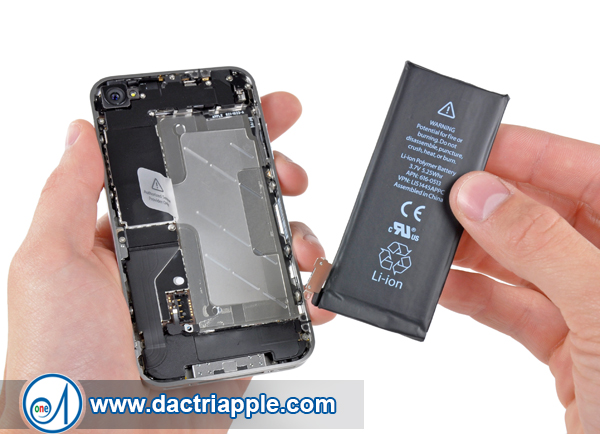 Thay pin iPhone 4s quận 1
