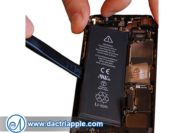 Thay pin iPhone 5 quận 11