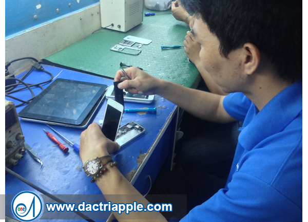 Thay pin iPhone 5s quận 11