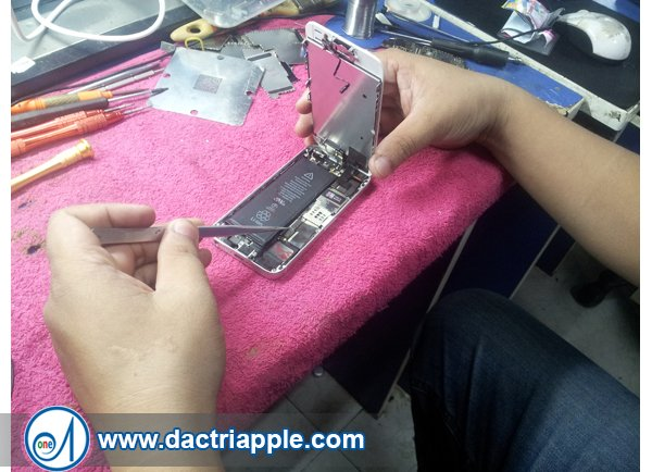 Thay pin iPhone 5s quận 12