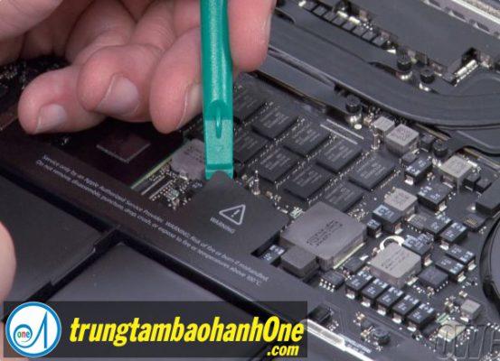 Thay pin Macbook Air 2012