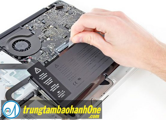 Thay pin Macbook Pro 2011