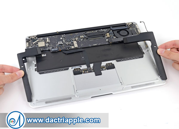 Thay vỏ Macbook Mini
