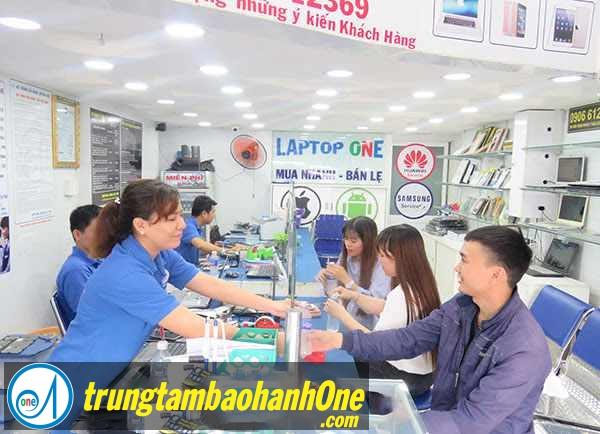 Thay pin LapTop TOSHIBA R700 Hư Sạc Pin