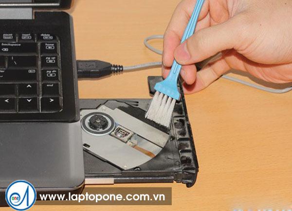 Vệ sinh laptop quận Tân Phú