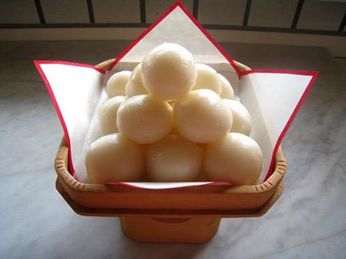 1473905899-nem-thu-10-vi-banh-trung-thu-truyen-thong-khac-nhau-o-cac-nuoc-chau-a-tsukimi-dango-13-1473740620-width500height375