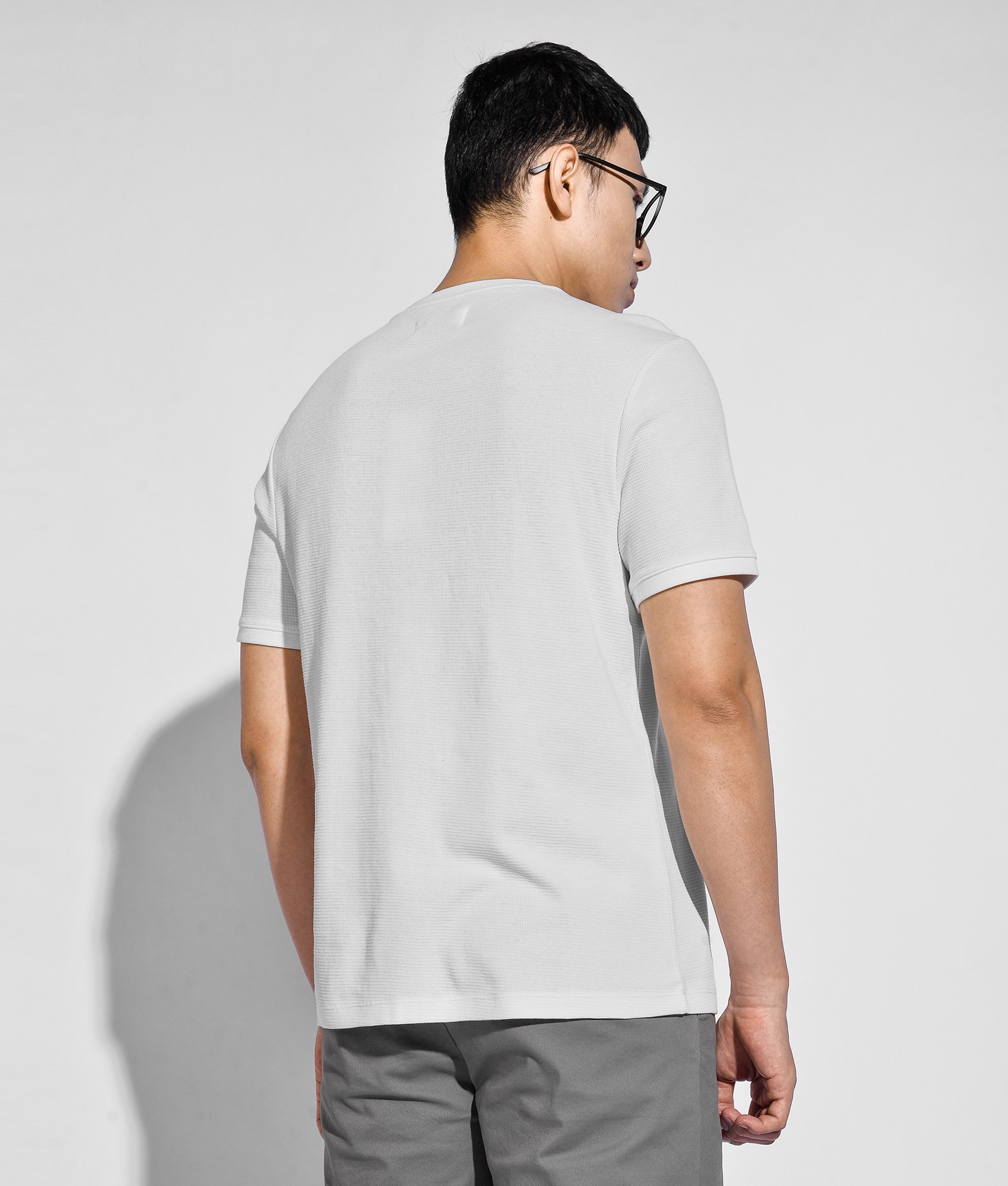 Áo thun cotton form fitted - 10S20TSH045
