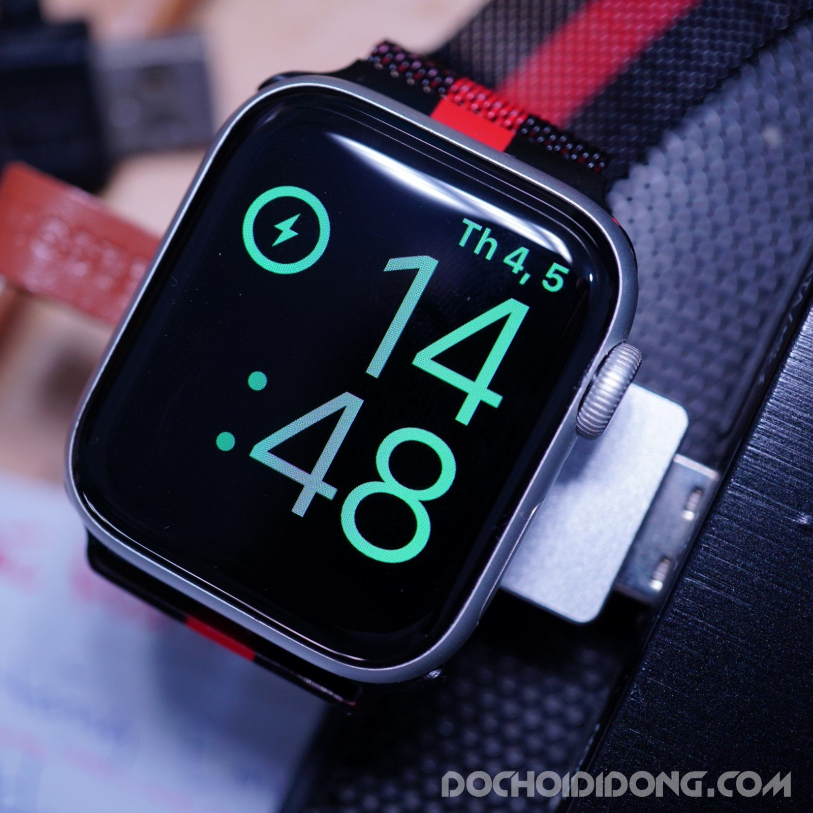 de-sac-apple-watch-baseus-moc-khoa-sieu-gon