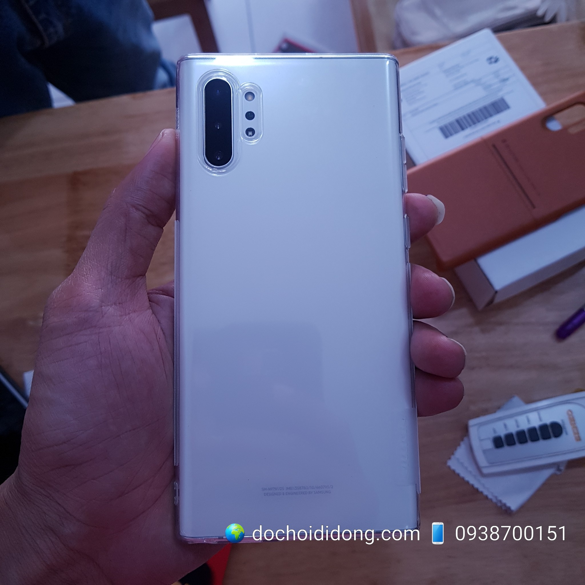 op-lung-samsung-note-10-note-10-plus-nillkin-deo-trong