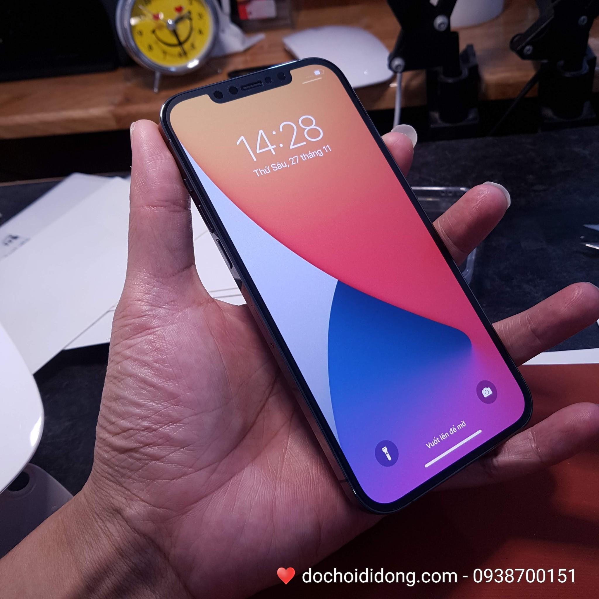 mieng-dan-ppf-rock-iphone-12-pro-max-trong-nham-doi-mau-cao-cap