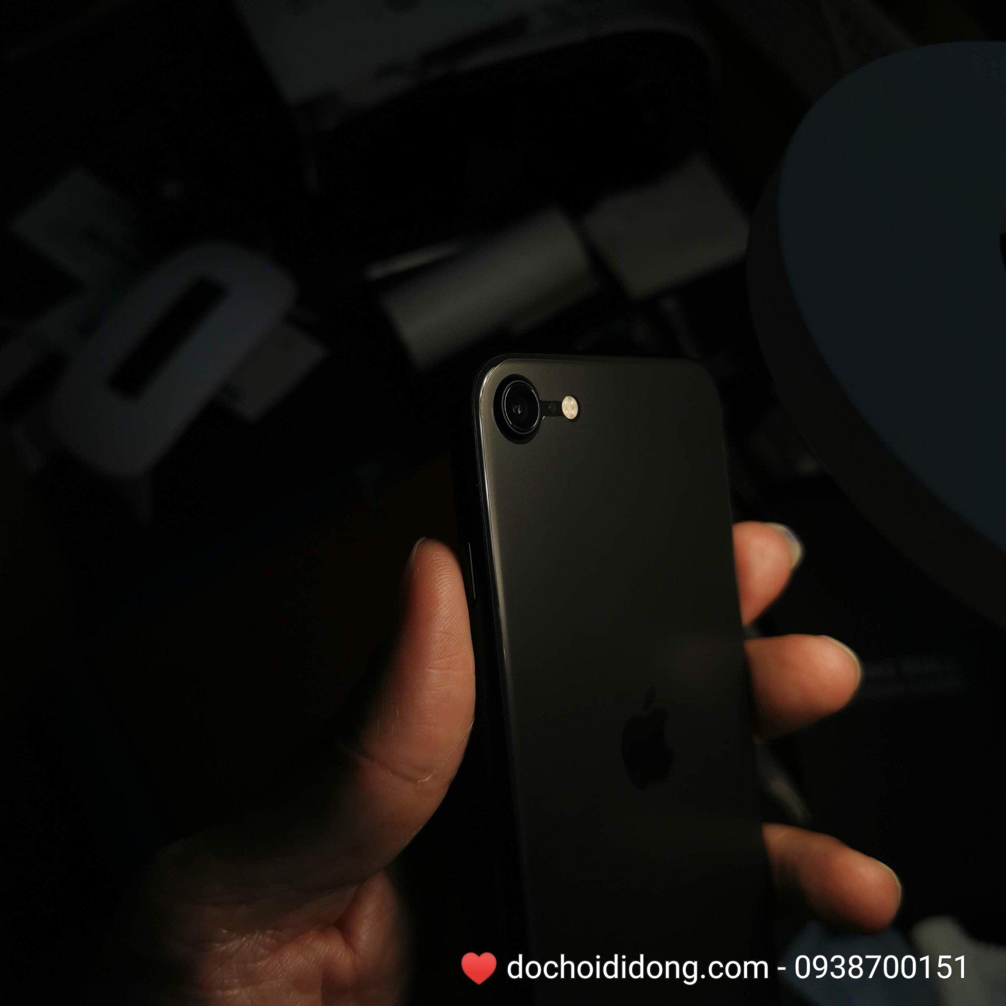 mieng-dan-ppf-rock-iphone-se-2020-trong-nham-doi-mau-cao-cap