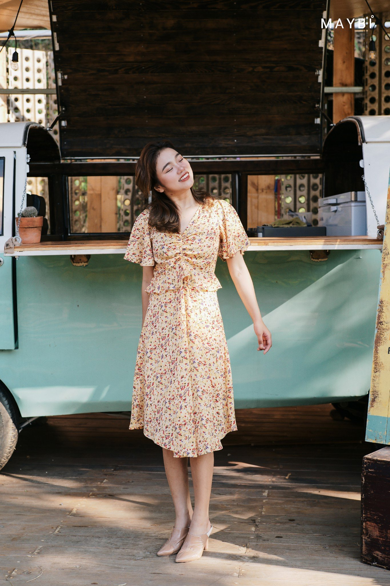 Đầm vàng bèo eo Honey Bee Dress