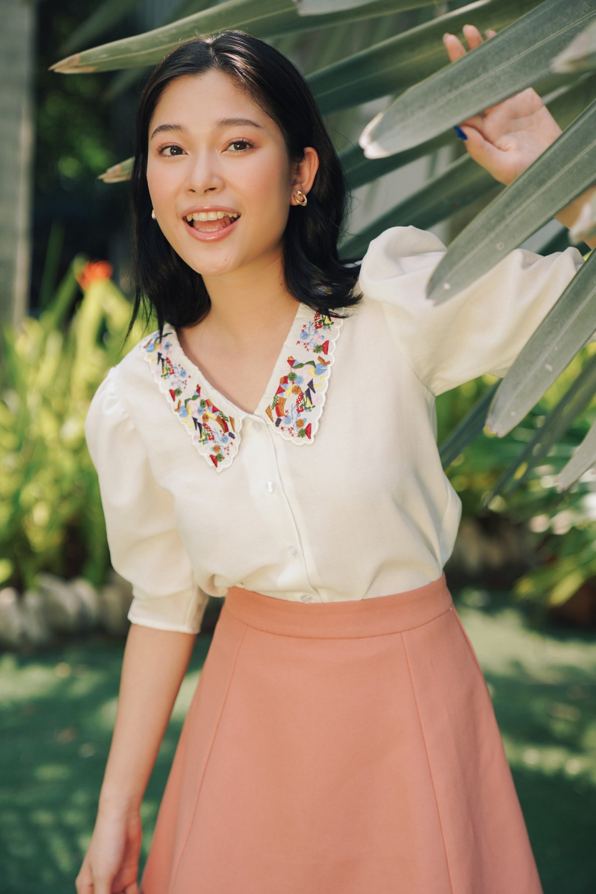Áo trắng tay phồng cổ thêu Floated Sleeves Embroided Shirt