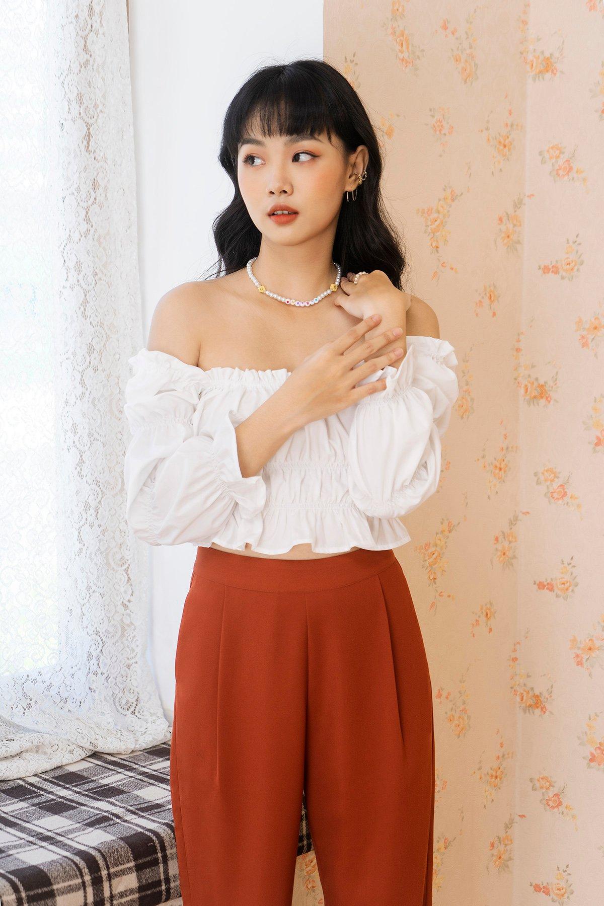 Áo trắng cổ vuông tay công chúa