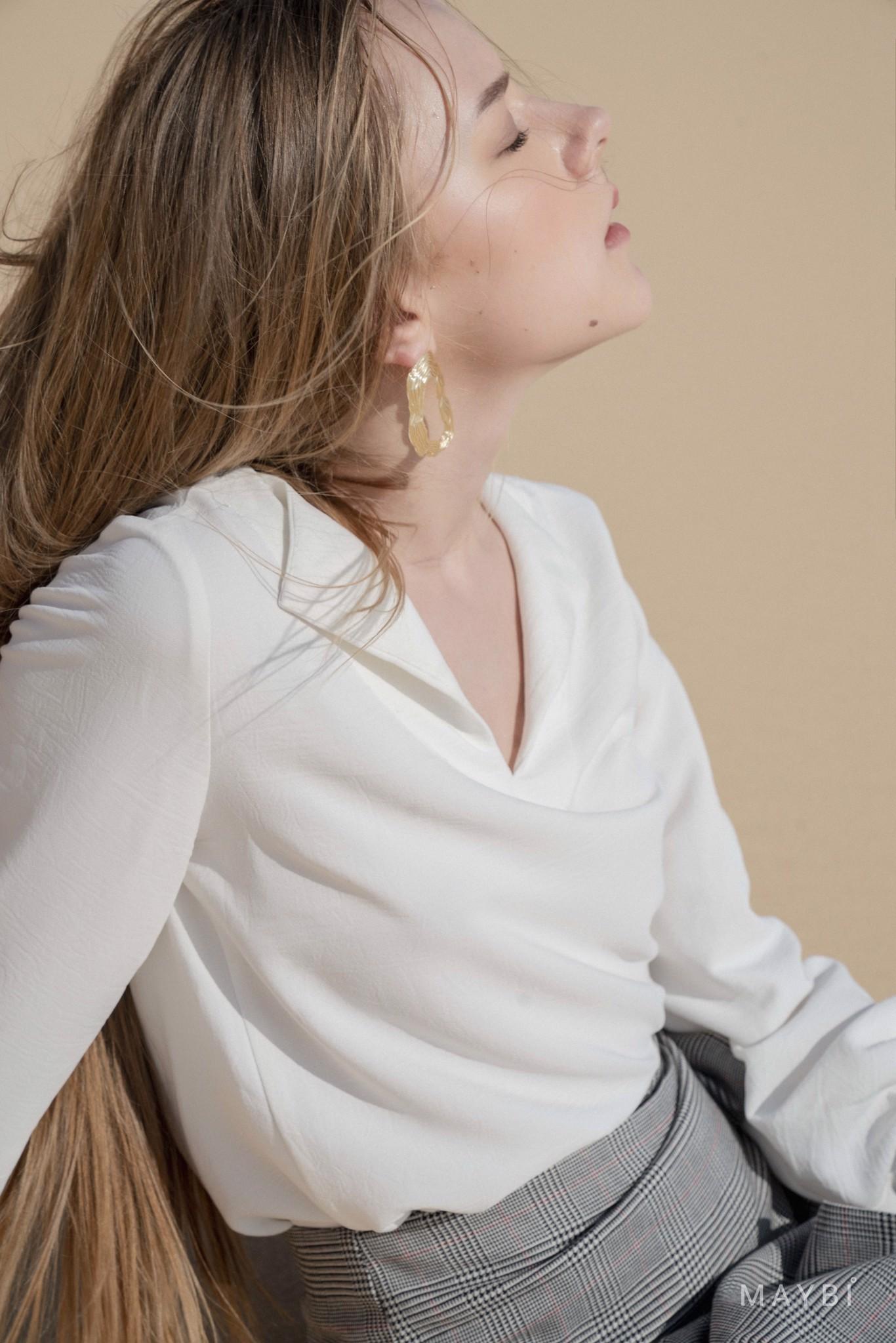 Áo trắng cổ xẻ - Eggie Shirt