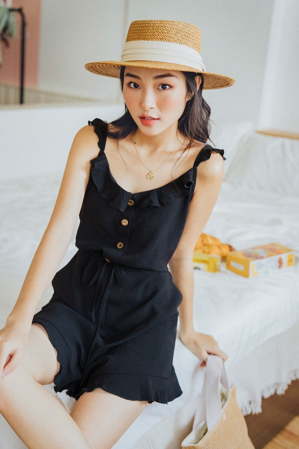 Jumpsuit ngắn 2 dây Dark Shadows Jumsuit