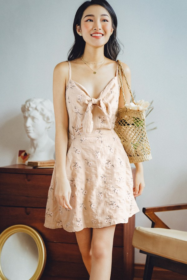 Đầm cột nơ ngực Cream bow tie dress