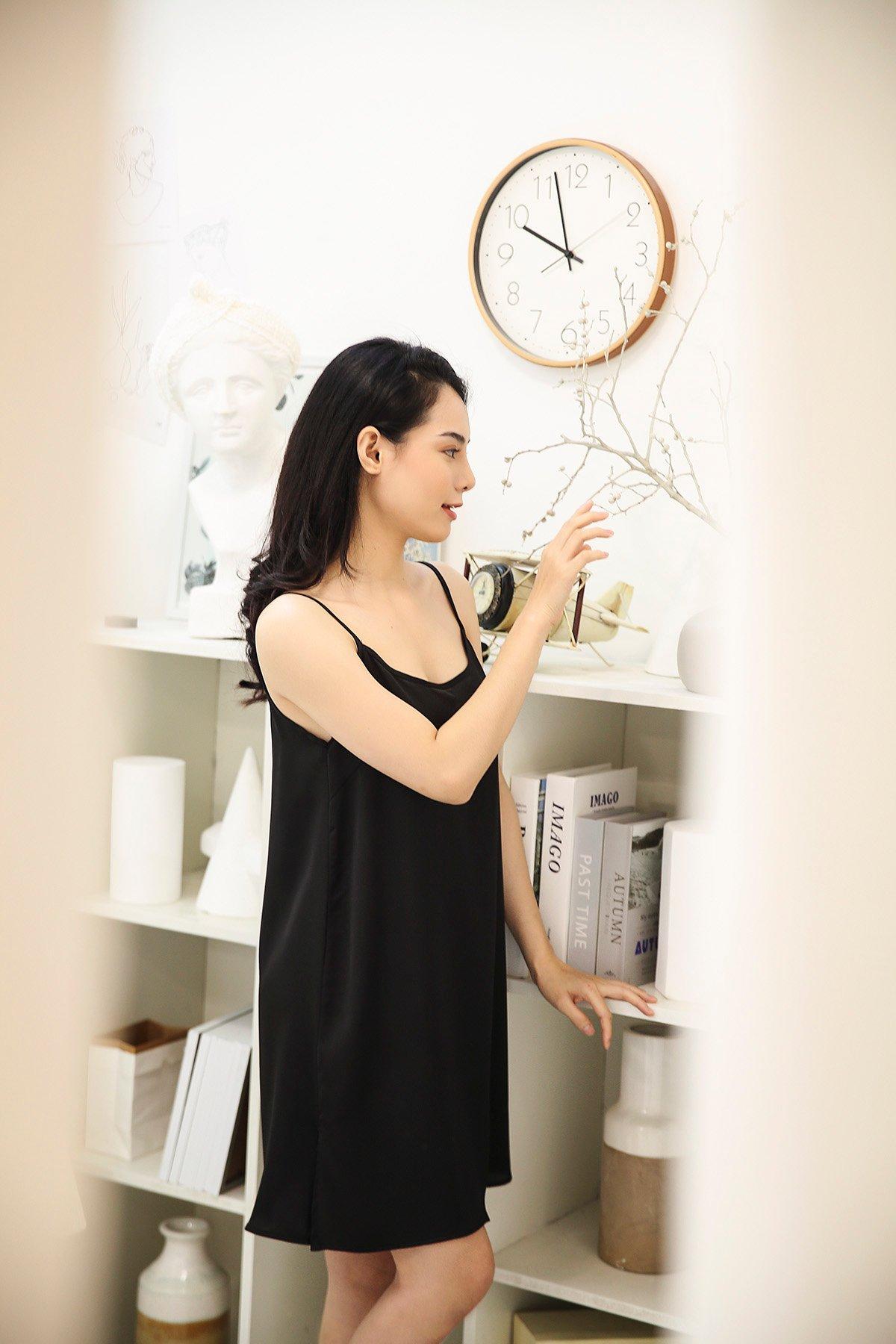 Đầm suông 2 dây đen Black short silk night dress