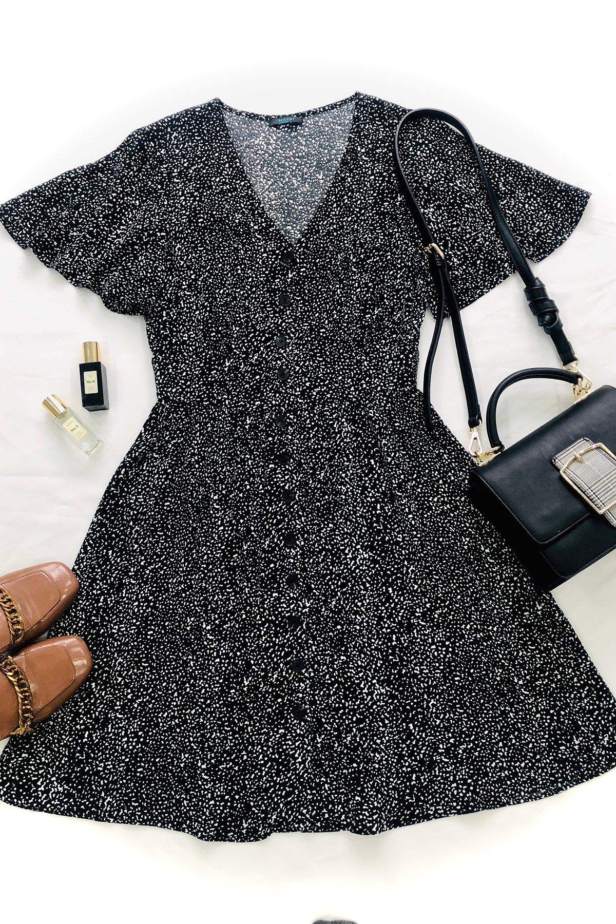 Đầm đen hoạ tiết cổ V cài nút tay cánh tiên Black dotties dress