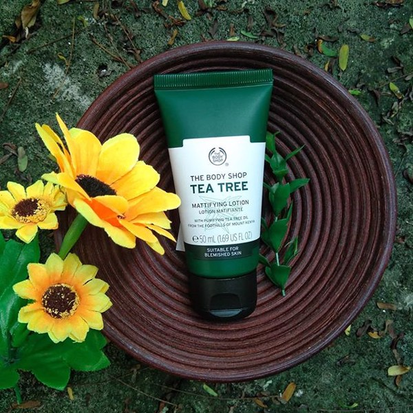 Kem dưỡng ban ngày The Body Shop Tea Tree Mattifying Lotion