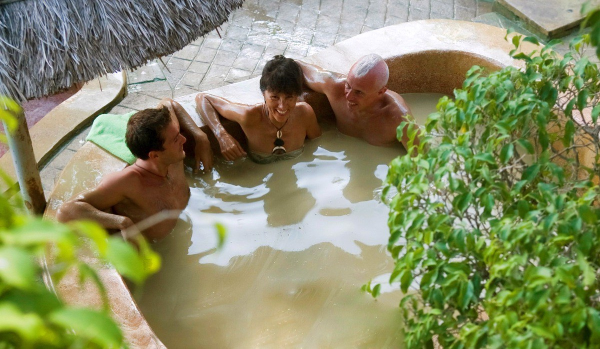 Hot mineral mud bath for 5 pax