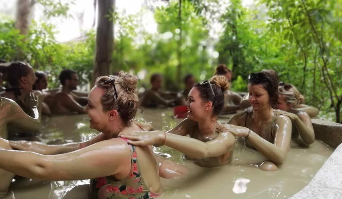 Collective mud bath