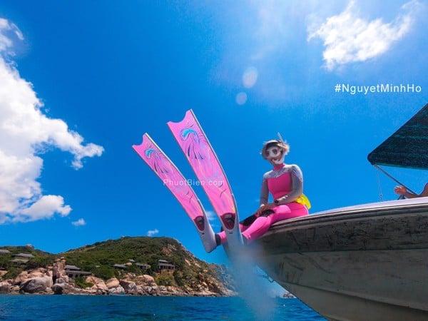 Wetsuit nữ màu hồng freediving