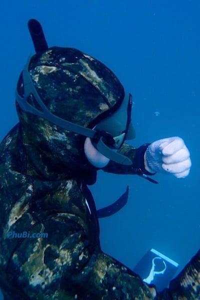 Bộ đồ lặn bắn cá