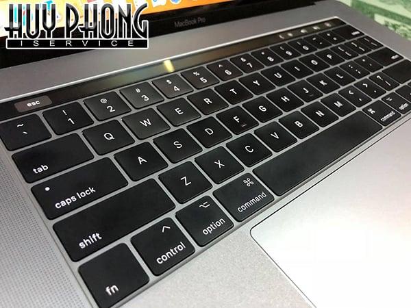 macbook-pro-2018-space-gray-256gb-15-inch-mr932-3