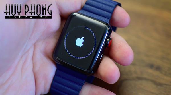 http://iservice.vn/Nhung-dieu-can-biet-truoc-va-sau-khi-mua-dong-ho-Apple-Watch-2