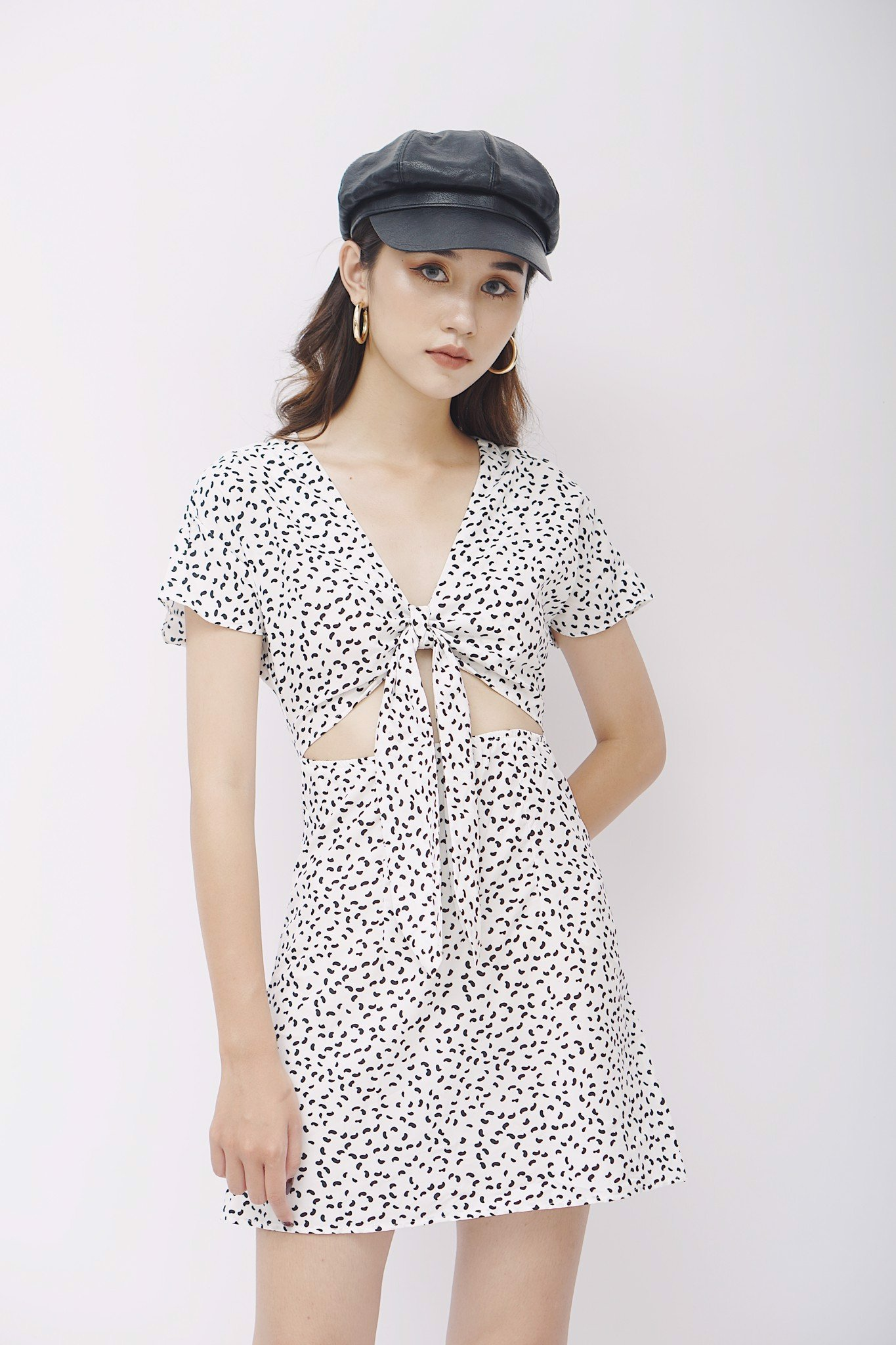 Black Shape Tie-front Dress (White)