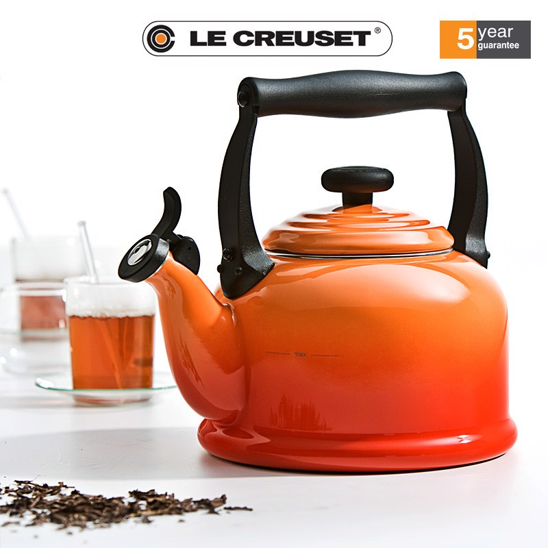 am dun nuoc tren bep tu le creuset tradition 2 1l