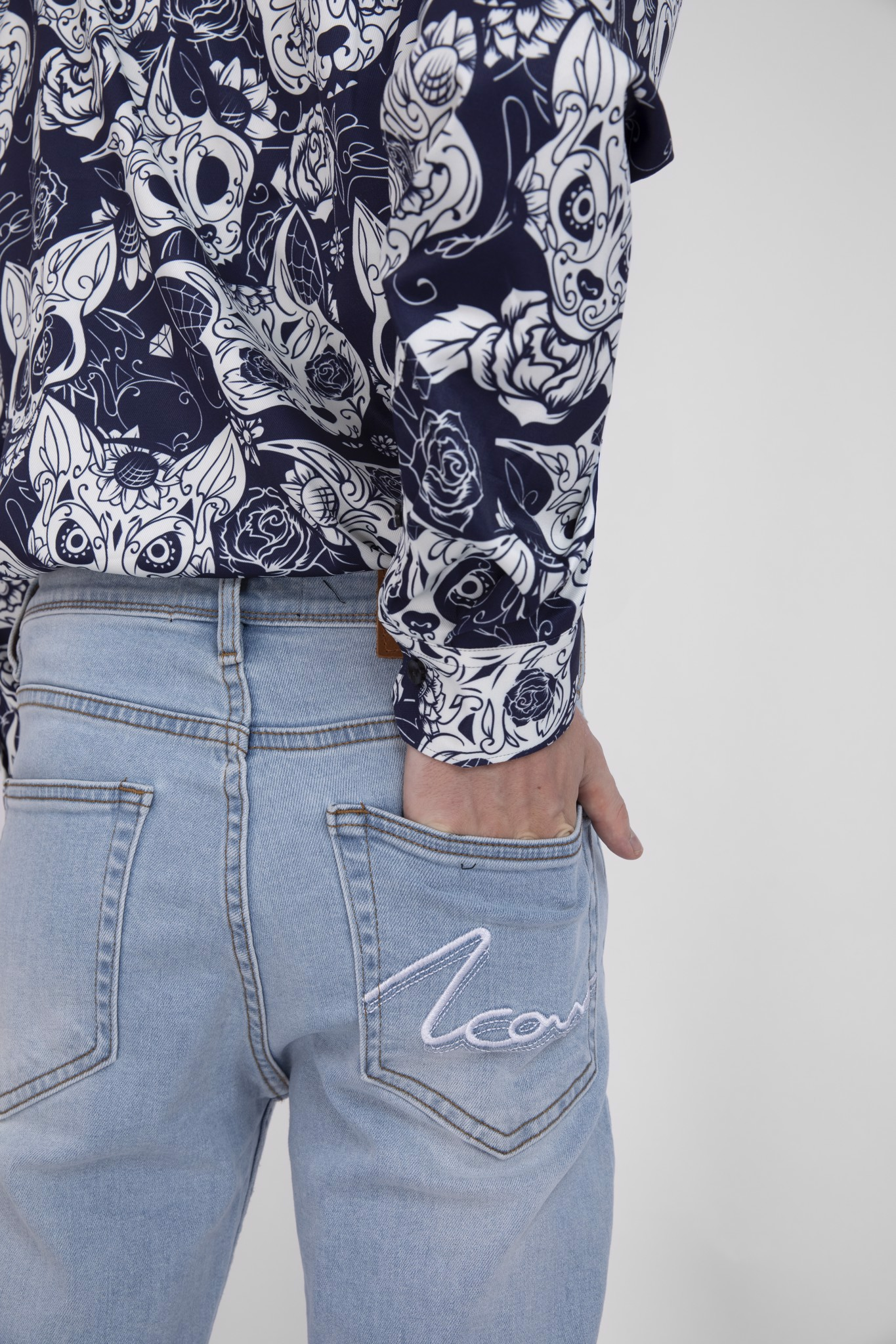 Quần Jean Slim Ripped W ICON Embroidered