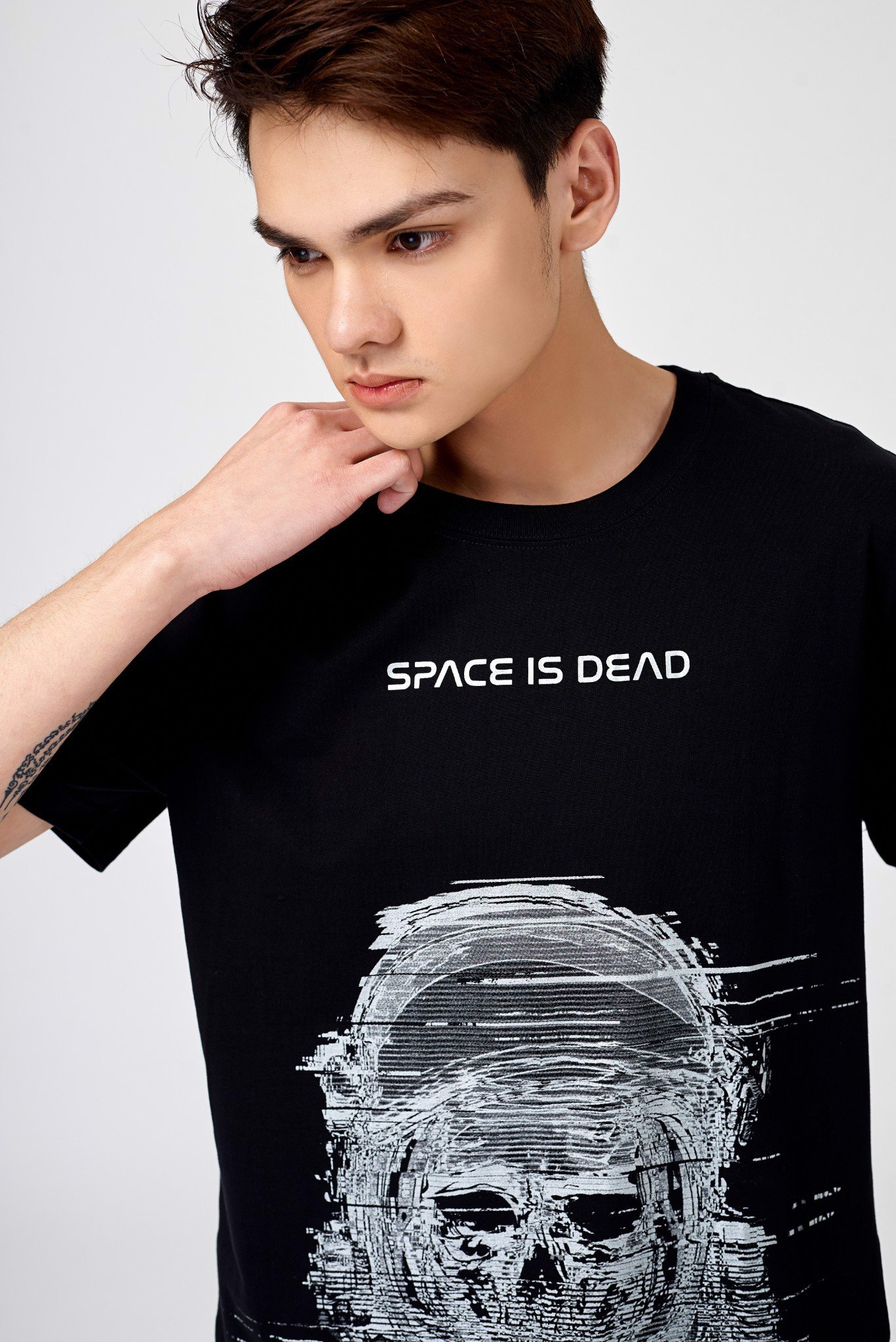 Áo Thun Space Is Dead