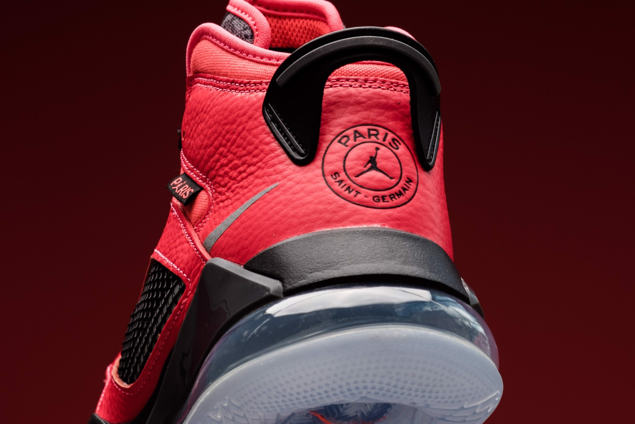Paris Saint-Germain x Jordan Mars 270