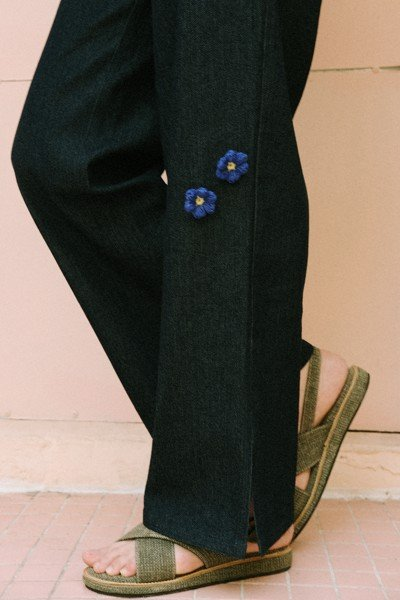 Straight Legs Jeans With Removable Flower Pins