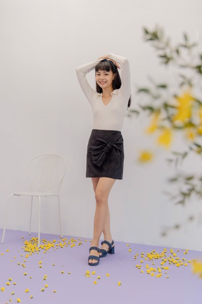 Black Mini Skirt With Bow