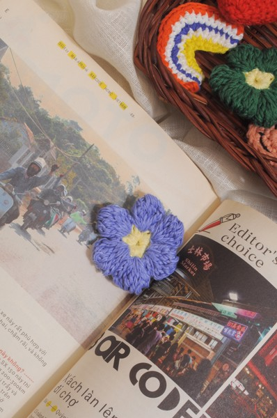 Crochet Flower Pin - Light Blue