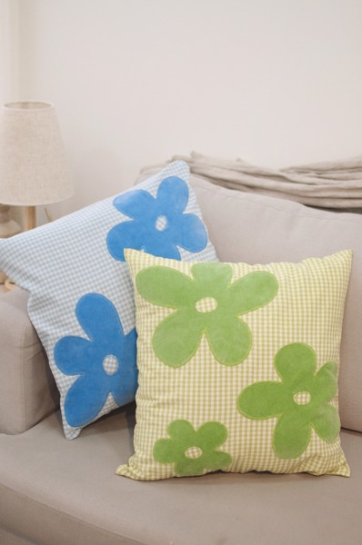 Gingham Throw Pillow With Flowers - Green