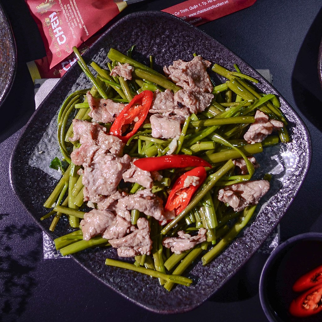 RAU MUỐNG XÀO BÒ (Stir- Fried Blinweed With Beef)