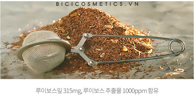 Chiết xuất chính từ lá trà giúp loại bỏ hết các bụi bẩn cũng như lớp makeup một cách hiệu quả 1