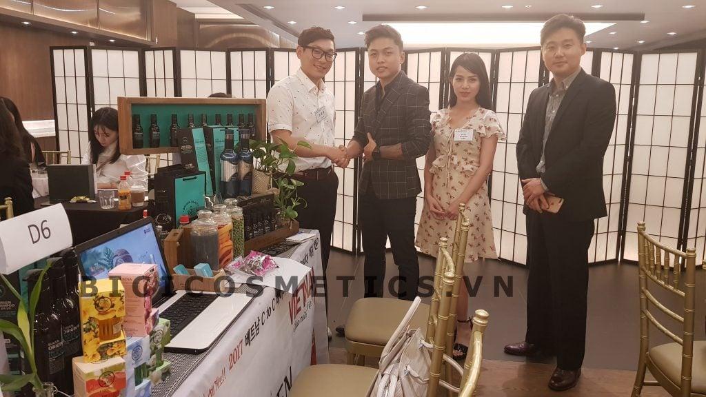 Đại diện Bici ký hợp đồng với đối tác Hàn Quốc