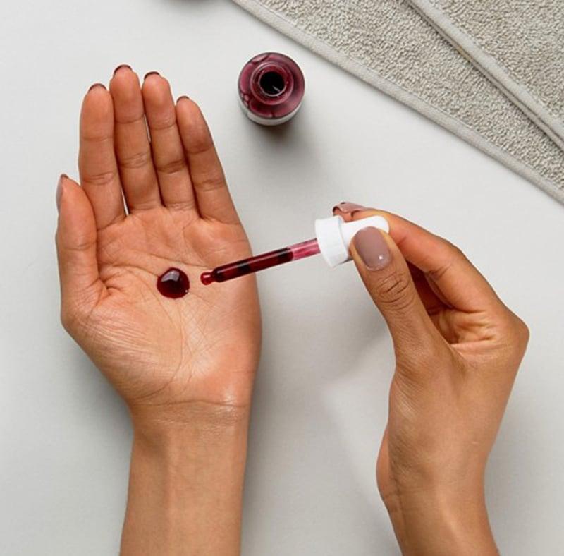 Tẩy tế bào chết hoá học sâu giúp loại bỏ lớp tế bào sừng già cỗi bên trên.- Bici Cosmetics