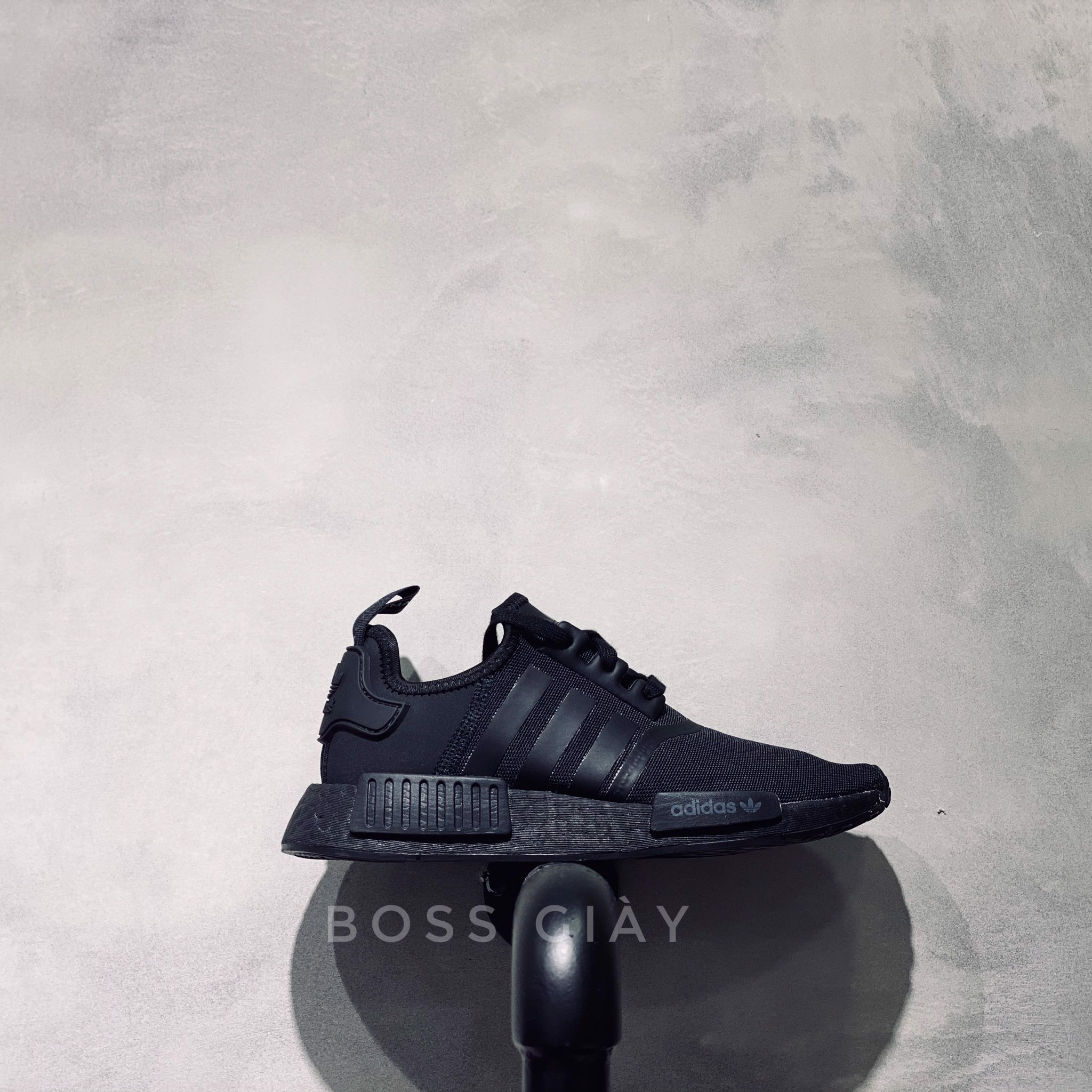 [FV9015] NMD R1 TRIPLE BLACK