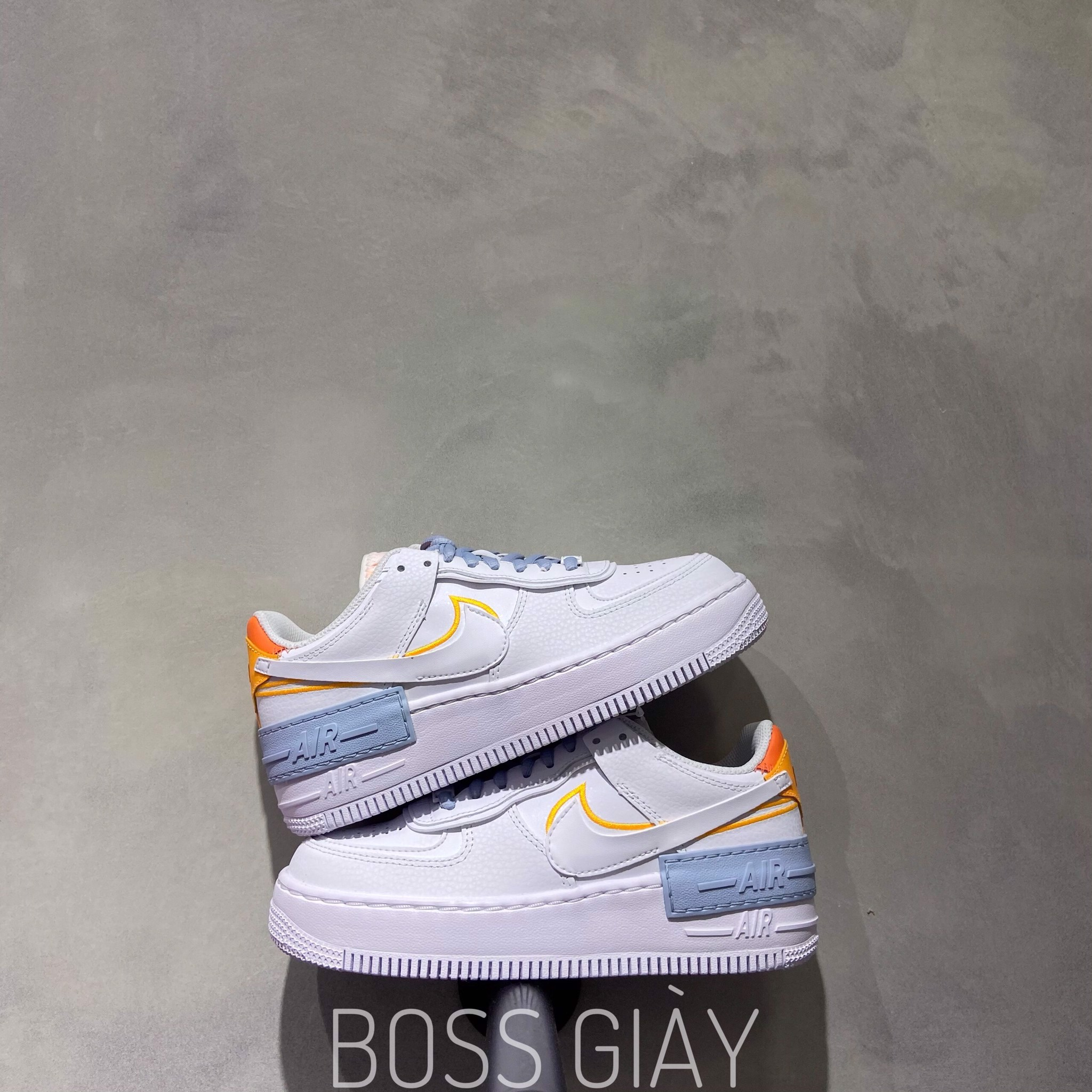 Dc2199 100 Nike Airforce 1 Shadow Bekind Boss Giay The nike women's air force 1 shadow 'be kind' celebrates world kindness day with a reconstructed take on the classic silhouette they include two eyestays, two swooshes and two heel tabs in varying orange hues, one marked with traditional nike branding. boss giay