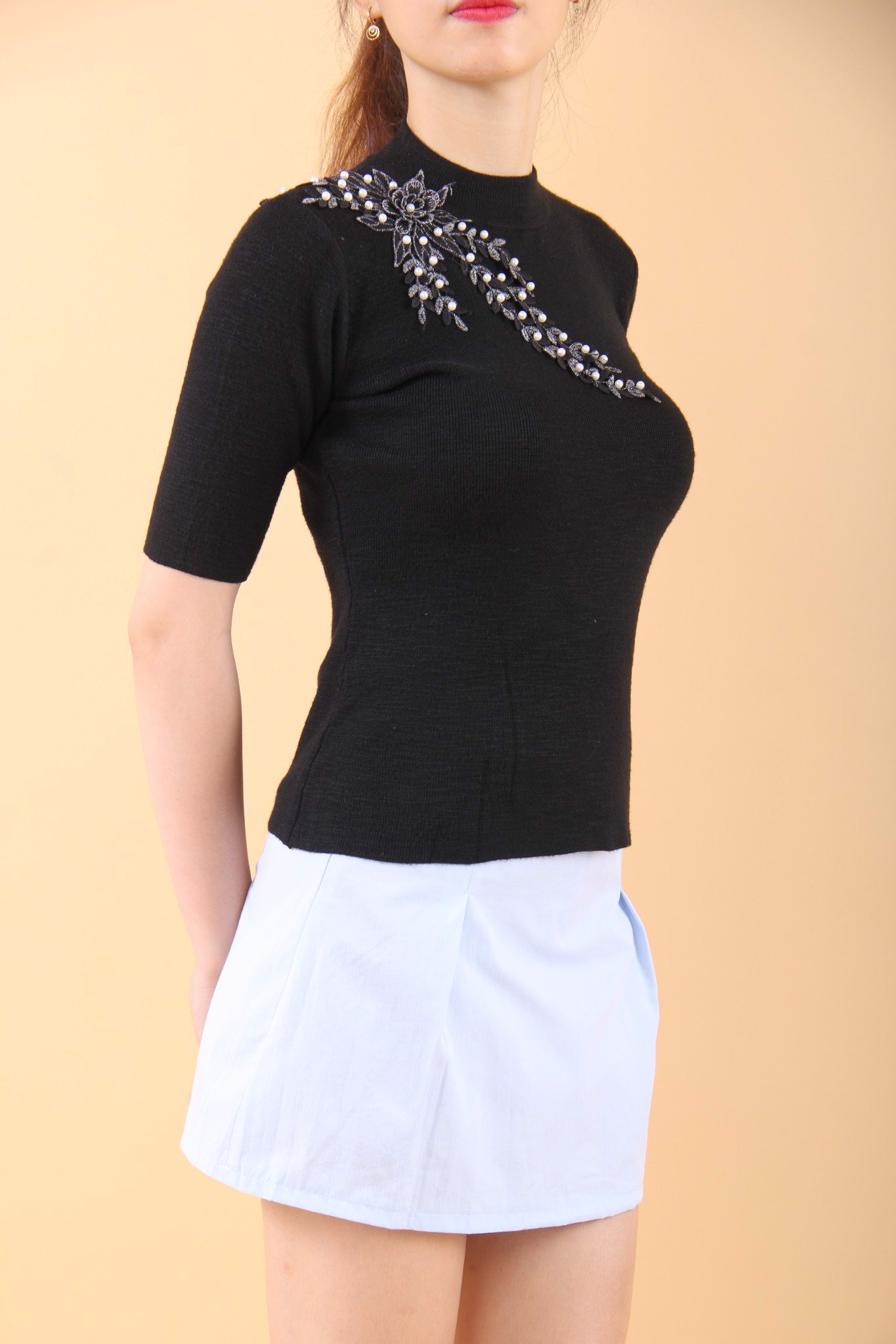 3D Willow leaves black high neck fitted top