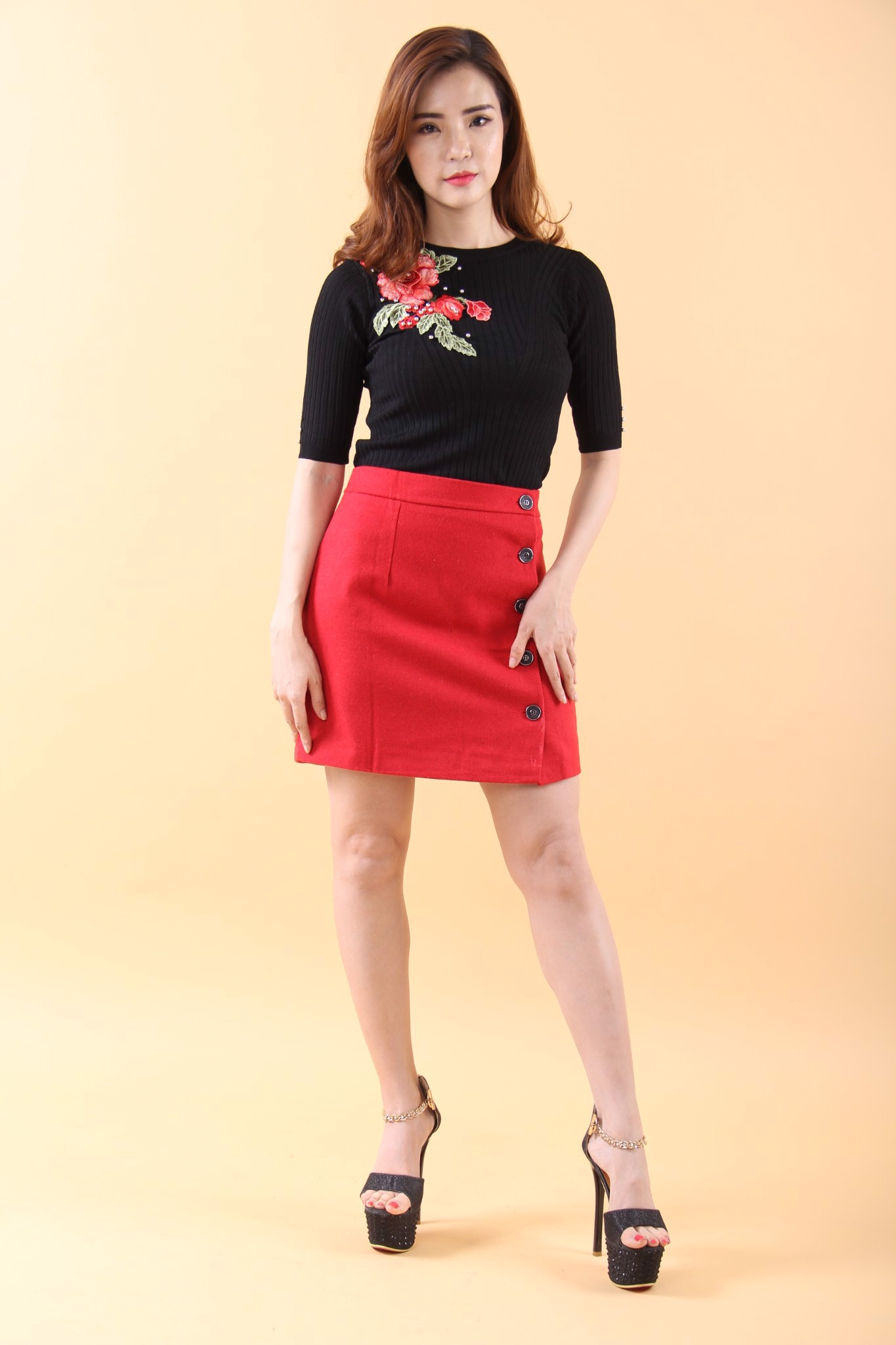 Red peony and pearls black fitted T-shirt