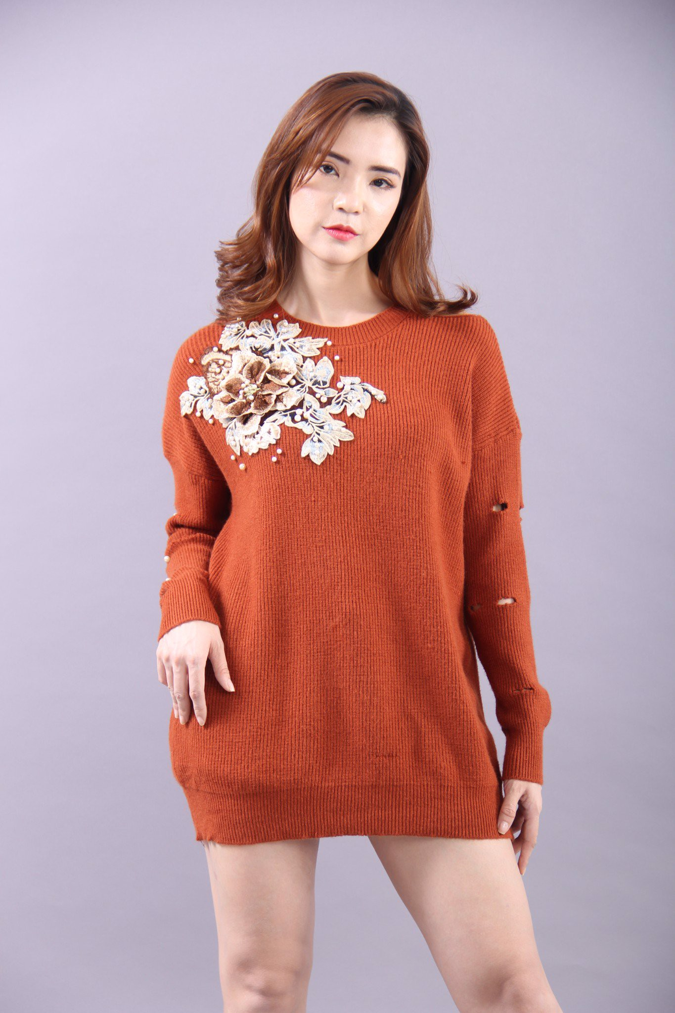 3D peony and pearls embroided on brown long sleeves tunic top