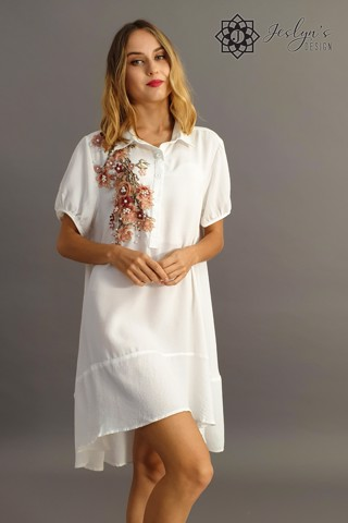 White shirt dress with 3D flowers D49J