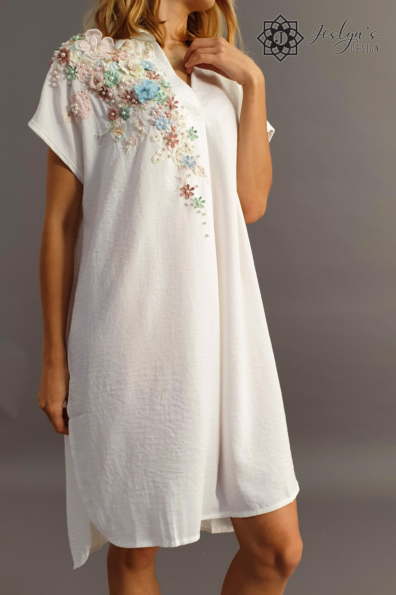 White shirt dress with 3D flowers D50J